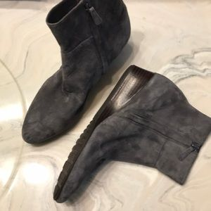Cole Haan size 6 grey point toe booties